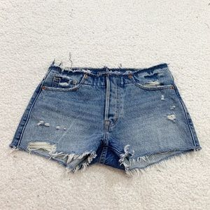 Abercrombie low rise medium ripped wash short